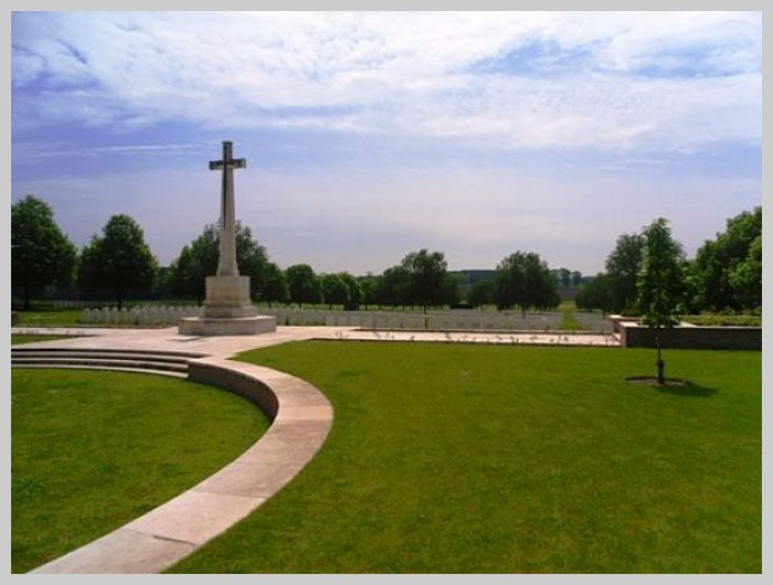 Hooge Crater Cemetery: Cross of Sacrifice