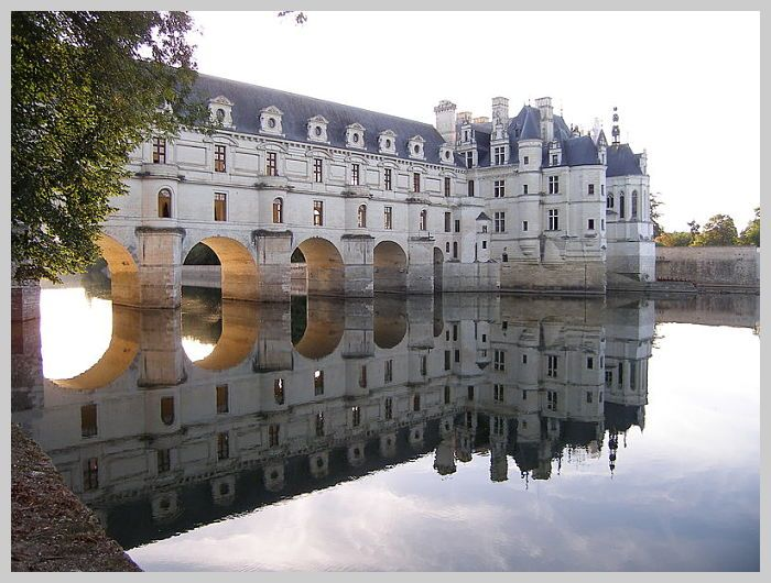 Chenonceau showing bridge